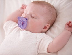 Baby mit Philips Avent Soothie
