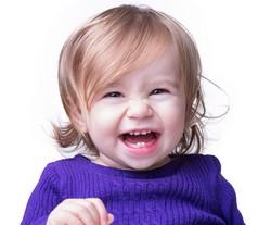 Lachendes Baby Mädchen