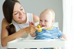 Zahnpflege mit Bananen Beißring