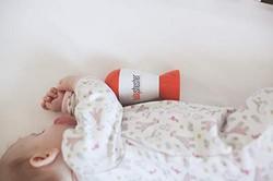 Baby Shusher Einschlafhilfe im Bettchen