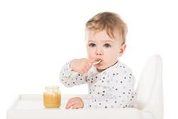 Das Baby gibt Zeichen bei BeikostreifeDas Baby gibt Zeichen bei Beikostreife