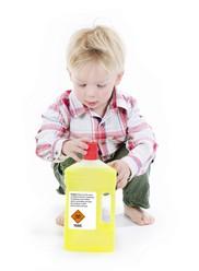 Putz- und Reinigungsmittel außer Reichweite von Kindern geben