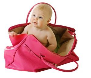 Die Wickeltasche muss groß genug sein