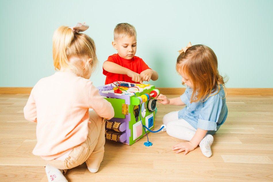 Holz Würfel 8 in1 Kinder Motorikwürfel Motorikschleife Spielwürfel Lernspielzeug