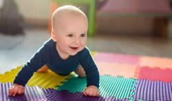 Ab-wann-krabbeln-Babys-und-wie-lernen-sie-es
